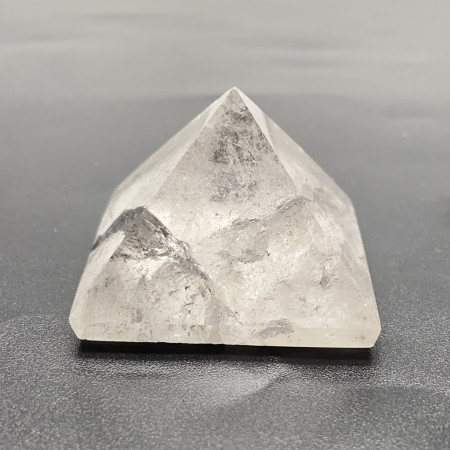 Сувенир-минерал, каменная пирамидка, Горный Хрусталь, высота 30 мм, ширина 40 мм, цена за шт