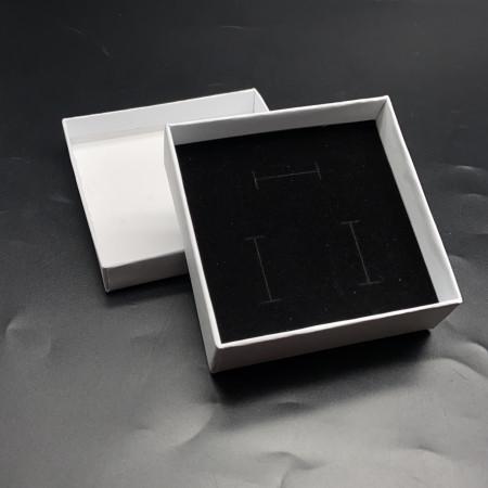 Подарочная коробочка, с подложкой, картонная, белая, размер 90х90х30 мм