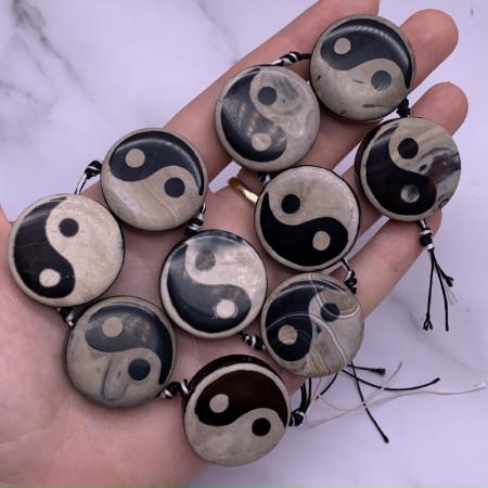 Каменные бусины, Агат, Инь-Янь, плоская бусина, 30х9 мм длина нити 38 см, на нити 10 шт.