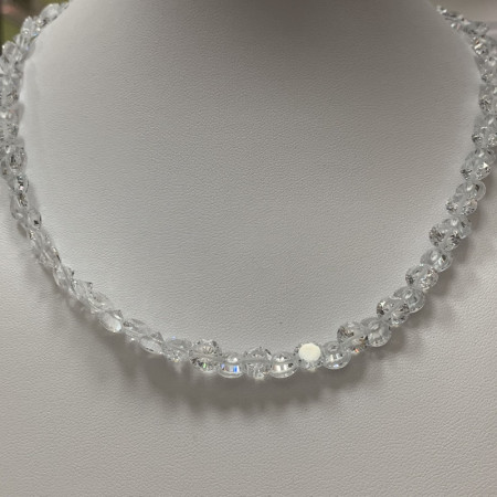 Колье .Кристаллы  White ,с замком ,4x7 мм,40 см
