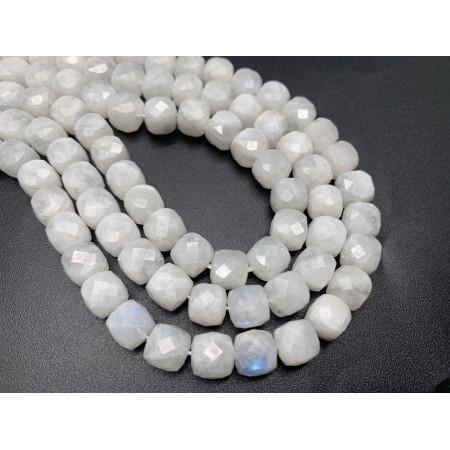 Каменные бусины, Лунный камень, Адуляр, люкс, огранка, кубик 8,5х8,5 мм, длина нити 19 см